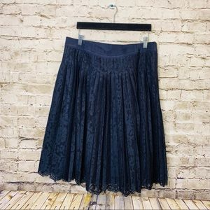 ANN TAYLOR NAVY PLEATED LACE SKIRT LINED SIZE 14